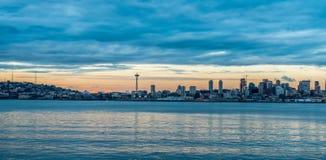Horizonte de Seattle en la oscuridad Fotografía de archivo libre de regalías