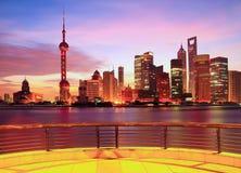 Horizonte de Shangai en el amanecer Fotografía de archivo