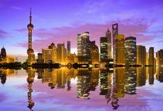 Horizonte de Shangai en el amanecer Imagen de archivo