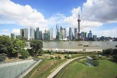 Horizonte de Shangai en el nuevo paisaje de la ciudad Fotos de archivo
