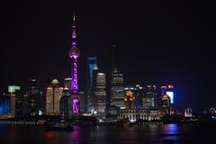 Horizonte de Shangai en la noche Foto de archivo libre de regalías