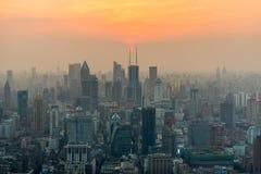 Horizonte de Shangai en la puesta del sol, China Fotos de archivo