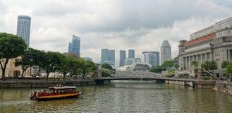 Horizonte de Singapur del barco Quay Imagenes de archivo