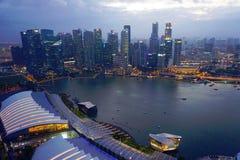 Horizonte de Singapur en la costa Fotos de archivo libres de regalías
