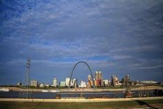 Horizonte de St. Louis, Missouri imágenes de archivo libres de regalías