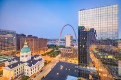 Horizonte de St. Louis, Missouri, los E.E.U.U. fotos de archivo
