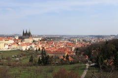 Horizonte de St Vitus Cathedral de la colina de Penrin Imagen de archivo libre de regalías