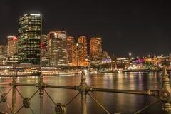 Horizonte de Sydney CBD, opinión de la noche Foto de archivo libre de regalías