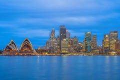 Horizonte de Sydney en la noche en Australia foto de archivo libre de regalías