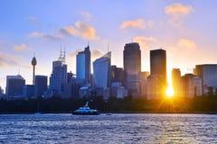 Horizonte de Sydney en la puesta del sol foto de archivo