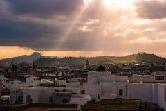 Horizonte de Túnez en el amanecer Foto de archivo