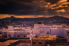 Horizonte de Túnez en el amanecer Fotos de archivo