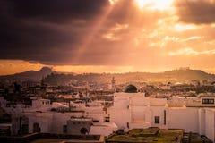 Horizonte de Túnez en el amanecer Fotos de archivo libres de regalías