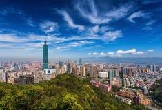 Horizonte de Taipei, Taiwán visto durante el día fotos de archivo