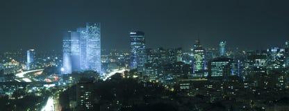 Horizonte de Tel Aviv en la noche Imagen de archivo libre de regalías
