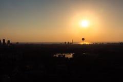 Horizonte de Tel Aviv en la puesta del sol - silueta Fotografía de archivo