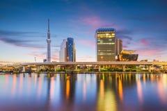 Horizonte de Tokio, Japón en el río de Sumida foto de archivo libre de regalías