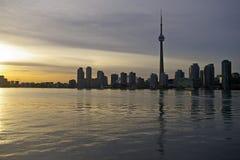 Horizonte de Toronto de la puesta del sol Fotografía de archivo libre de regalías