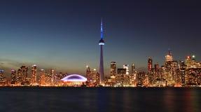 Horizonte de Toronto en la noche Fotos de archivo