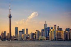 Horizonte de Toronto en la puesta del sol Foto de archivo