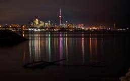 Horizonte de Toronto por noche Imágenes de archivo libres de regalías