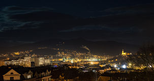 Horizonte de Usti nad Labem en la noche Imagenes de archivo