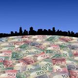 Horizonte de Vancouver con los dólares canadienses Foto de archivo libre de regalías