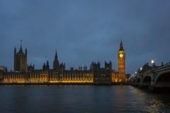 Horizonte de Westminster en la oscuridad Imagen de archivo libre de regalías
