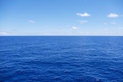 Horizonte del agua en un día de verano Fotografía de archivo libre de regalías