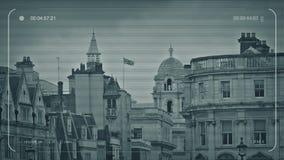 Horizonte del CCTV Londres con soplar de la bandera almacen de metraje de vídeo