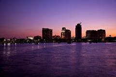 Horizonte del crepúsculo de St Petersburg fotos de archivo