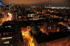 Horizonte del East Village de Nueva York en la noche foto de archivo libre de regalías
