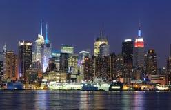 Horizonte del Midtown de New York City Manhattan en la oscuridad Foto de archivo libre de regalías