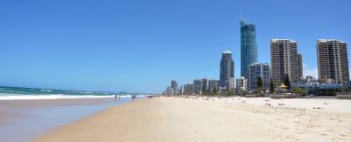 Horizonte del paraíso de las personas que practica surf - Queensland Australia Foto de archivo libre de regalías