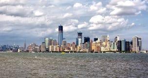 Horizonte del puerto de Nueva York Imagen de archivo libre de regalías