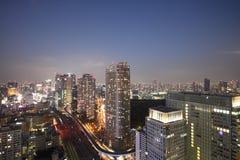 Horizonte del puerto de Tokio durante puesta del sol Fotografía de archivo