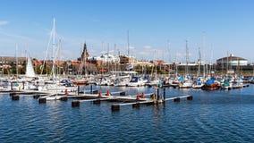 Horizonte del puerto deportivo y de Ystad Fotografía de archivo libre de regalías