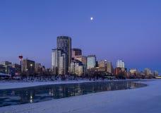 Horizonte del ` s de Calgary en la salida del sol Imagenes de archivo