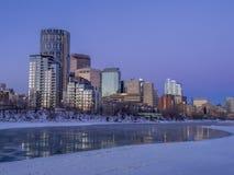 Horizonte del ` s de Calgary en la salida del sol Imagen de archivo libre de regalías
