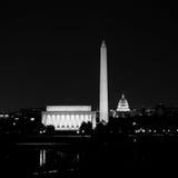 Horizonte del Washington DC en la noche fotografía de archivo libre de regalías