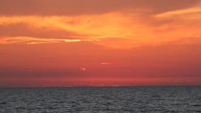 Horizonte do oceano após o por do sol filme