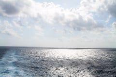 Horizonte e céu do oceano fotografia de stock royalty free
