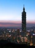 Horizonte en la noche en Taipei Imágenes de archivo libres de regalías