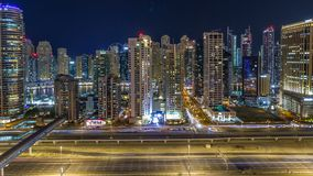 Horizonte fantástico del tejado del timelapse del puerto deportivo de Dubai almacen de metraje de vídeo