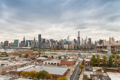 Horizonte hermoso de Manhattan según lo visto de Queens Fotografía de archivo