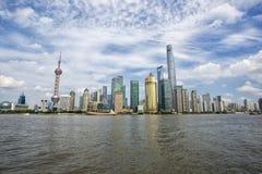 Horizonte hermoso de Shangai Pudong en la oscuridad Fotos de archivo libres de regalías
