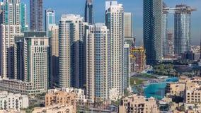 Horizonte hermoso del centro de la ciudad de Dubai con arquitectura moderna metrajes