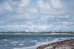 Horizonte industrial en el mar Imagenes de archivo