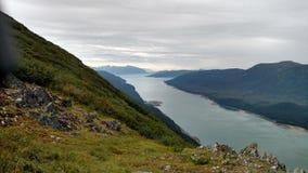 Horizonte llenado montaña en el Océano Pacífico Paso interior Alaska foto de archivo