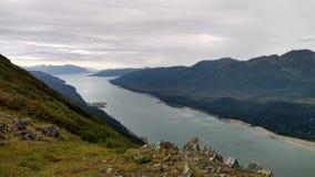 Horizonte llenado montaña en el Océano Pacífico Paso interior Alaska fotografía de archivo libre de regalías